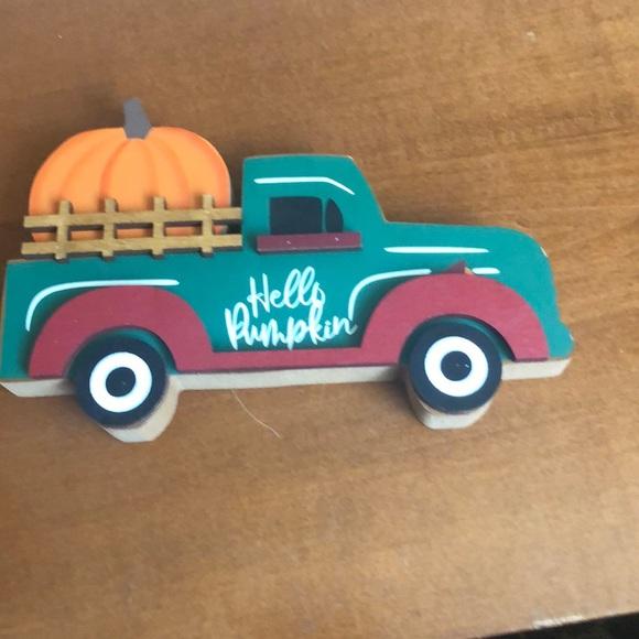 Make An Offer Hello Pumpkin table decor 👍